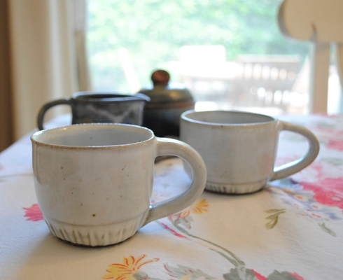 White mug cups